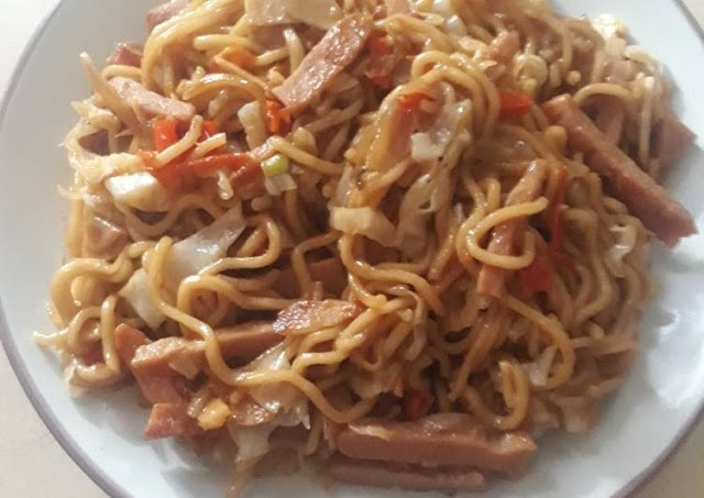 Resep: Yummy Mie Goreng Kornet Ayam Pedas Cara Bunda Judith Recipe