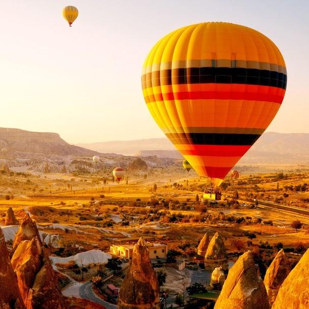 Lua de mel radical: voo de balão na Capadócia, Turquia (Foto: Reprodução)
