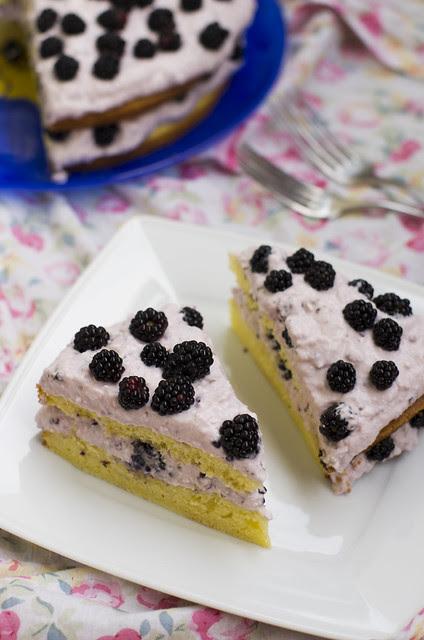 Pampli-kodujuustutort / Boysenberry and cottage cheese cake