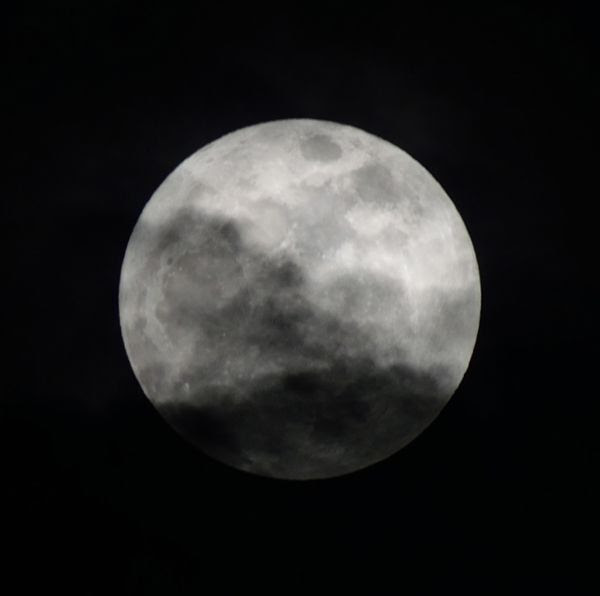 Another image of the Supermoon that I took with my Nikon D3300 DSLR camera on January 1, 2018.