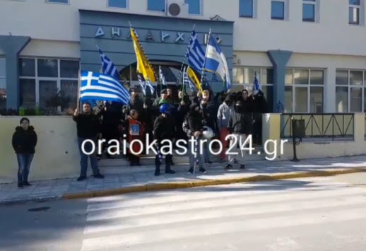 Απέκλεισε το δημαρχείο στο Ωραιόκαστρο η `Πατριωτική Ένωση` - Συνελήφθη ο χθεσινός τραυματίας