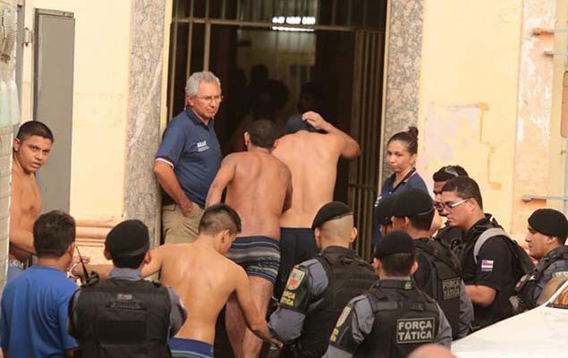 Amazonas transfere presos. Foto: Márcio Silva/Folhapress