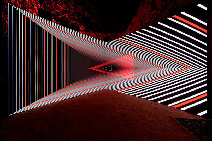 unknowneditors:  Olivier Ratsi - Onion Skin (Echolyse project) Audiovisual installation - concept & creation by Olivier Ratsi, music by Thomas Vaquié, production by Nico Boritch.  ENOUGH OF THE SAD AND DEPRESSING THOUGHTS. LET'S LOOK AT SOMETHING BEAUTIFUL AND INSPIRING.