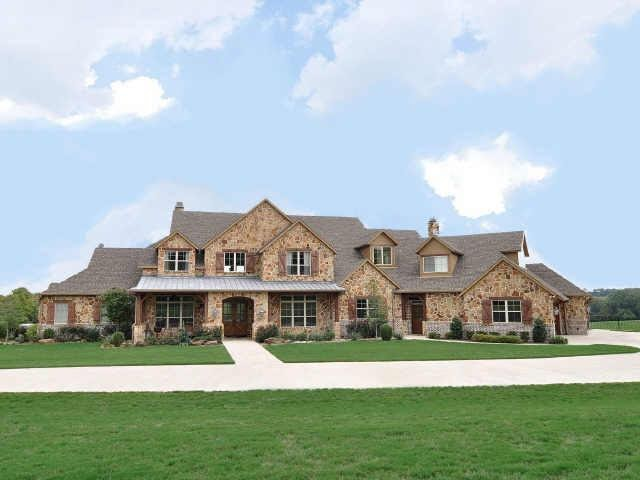 Celebrity homes texas styled ranch home on 25 acres in for Barn houses in texas