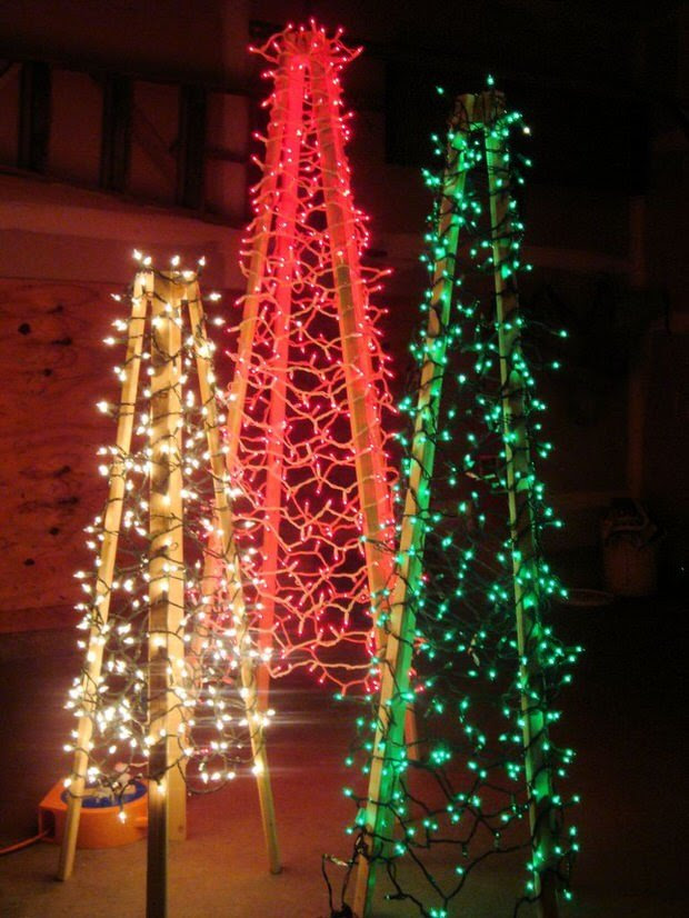 Kristy's Corner created these DIY outdoor Christmas trees … This