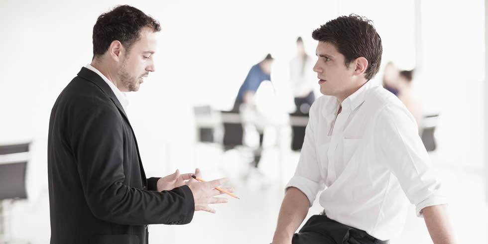 Duas Pessoas Conversando