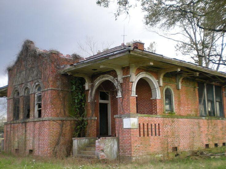 Elise Reuss Memorial School - abandoned brick school building - Iberville Parish, Louisiana... Amazing Architecture!!! This Has To Be SAVED!!!