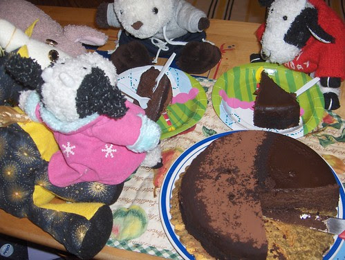 It's a feeding frenzy! Of cake.