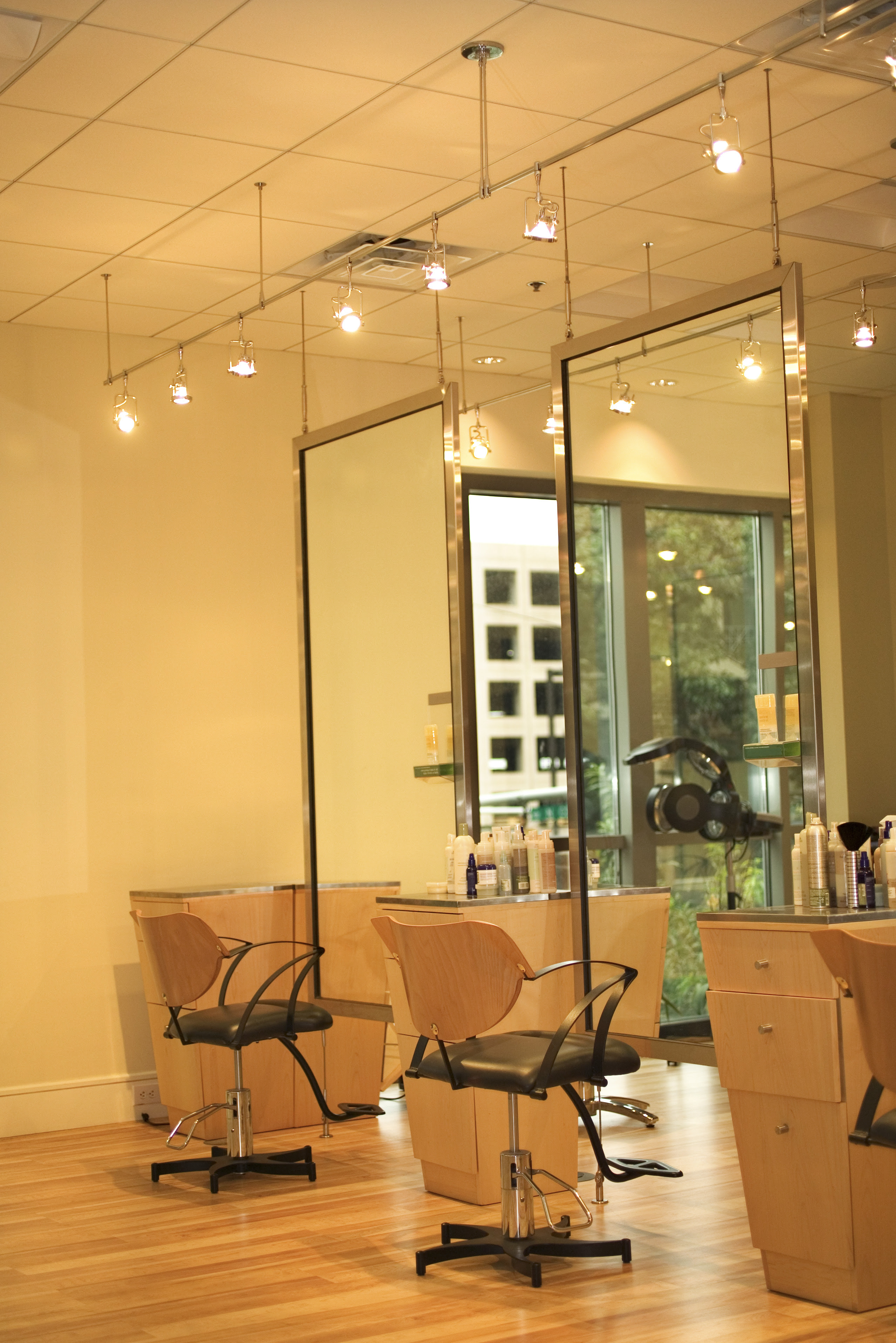 Dos Donts Of Decorating A Hair Salon Your Business