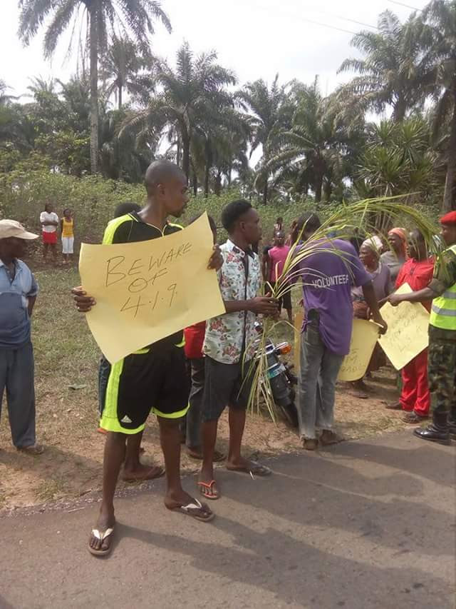 Ground Breaking Ceremony Of Air Force Owerri Stalled By Youths With Placards