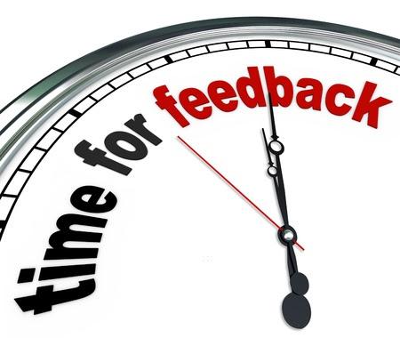 Die Worte Zeit für Feedback auf einem kunstvollen weißen Uhr, zeigt, dass es an der Zeit Eingang und Antworten in einer Frage-und Antwort-Sitzung bei einem Treffen oder einer anderen Gruppe Veranstaltung zu kassieren ist Stockfoto - 17674135