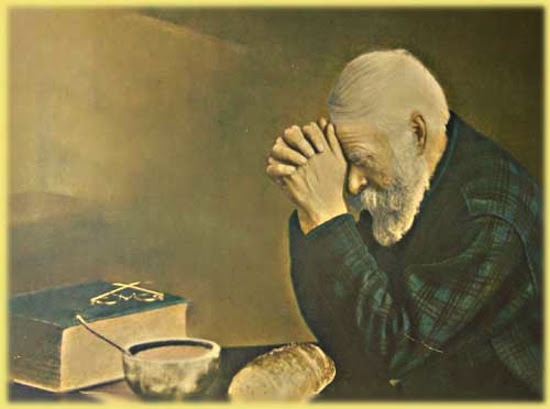 Prayer Old Man Praying With Bread Samlucecom