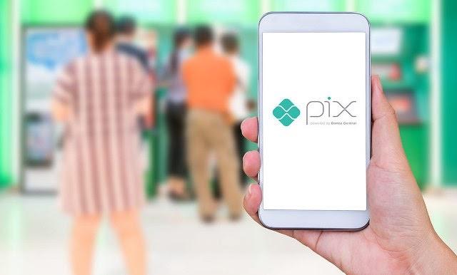 Pix chega a 25% dos brasileiros, movimenta R$ 203 bilhões e deve ganhar novas funções
