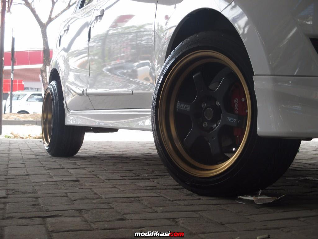 Modifikasi Mobil Datsun Go Memakai Velg Te37v 16 Inch
