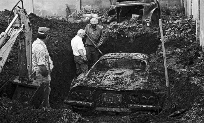 buried-ferrari-1