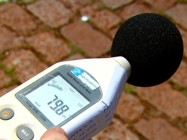 Decibelímetro vai ajudar na fiscalização do som em carros de propaganda em Rincão (Foto: Wilson Aiello/EPTV)