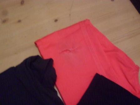 pantalon rosa roto