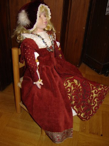 A doll in a Renaissance dress- 16th century by Anna Amnell