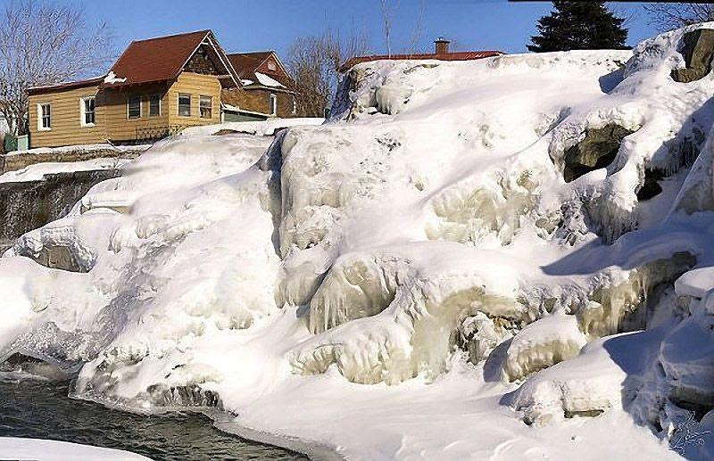 icefalls04 10 невероятных ледяных водопадов