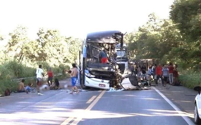 ACIDENTE - Colisão entre ônibus e carreta na BR-020 mata 8 e deixa 30 feridos