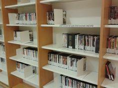 Películas en la BIBLIOTECA DE CIENCIAS DE LA INFORMACIÓN. Mira todas las que tienen en: http://absysnetweb.bbtk.ull.es/cgi-bin/abnetopac?ACC=DOSEARCH&xsqf99=((BCIN).t852.y(Dvd).t245.) Campus de Guajara.