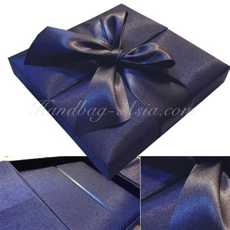 Wedding Invitations with Silk and Jewels   A Guarantee