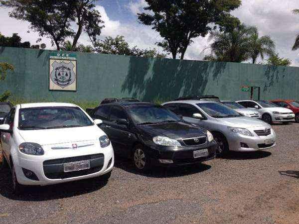 Junto com a quadrilha, a polícia apreendeu dois Corolas e um Fiat Pálio  (Kelly Almeida/Esp. CB/dD.A Press)
