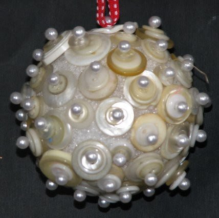 25 Days of Hand Crafted Gifts & Ornaments - Button Ball 007