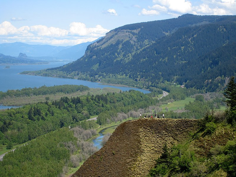 File:Columbia river gorge from crown point.jpg