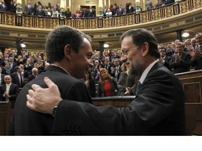 Zapatero felicita a Rajoy en su investidura. EFE