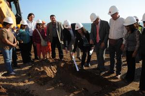 Autoridades colocan la primera piedra en remodelación de las Cuevas de Anzota