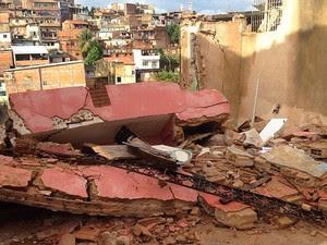Prédio desmorona em Salvador. (Foto: Pedro Sento Sé/Tv Bahia)