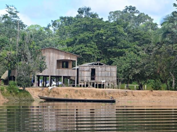 Rio de águas escuras tem características de lago (Foto: Adelcimar Carvalho/ G1)
