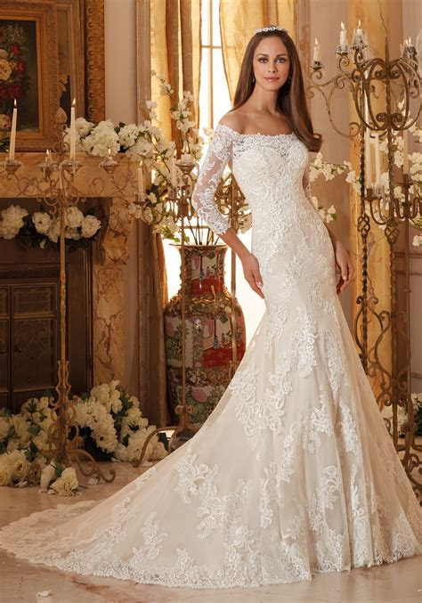 Lace Appliques on Soft Tulle Wedding Dress   Style 5477