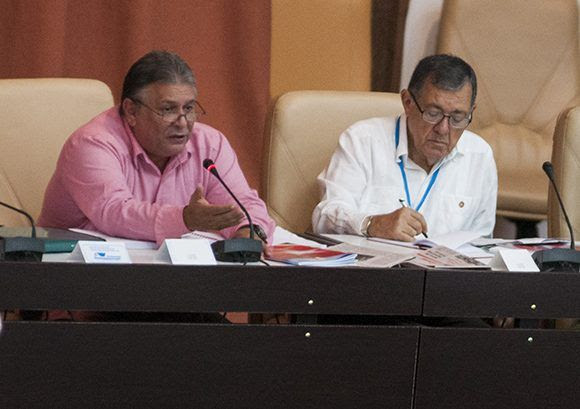Marino Murrilo en la Asamblea Nacional. Foto. Irene Pérez/ Cubadebat