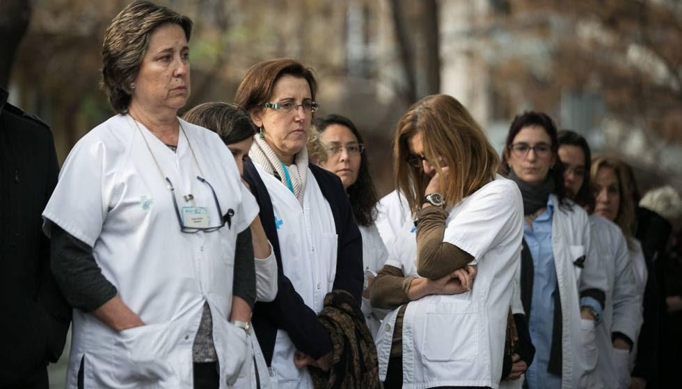 Minuto de silencio en el centro médico de Barcelona donde trabajaba la doctora asesinada.