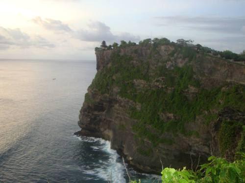 храмът Улувату на ръба на скалата