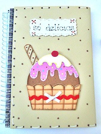 Capa de EVA com cup cake já colado