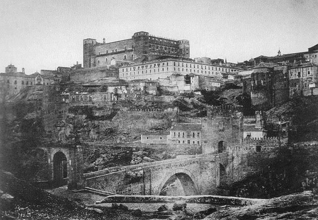 Alcázar y Puente de Alcántara  (Toledo) en 1852. Calotipo de Edward King Tenison publicado en el libro Recuerdos de España. Bibliothèque Nationale de France (Paris)