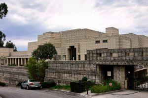 cine arq casa Ennis House de F.LL.Wright_front_view_2005