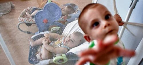 εγκαταλείπουν-τα-παιδιά-τους-στην-Ελλάδα-της-κρίσης