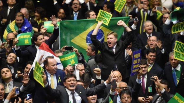 Deputados após votação do impeachment