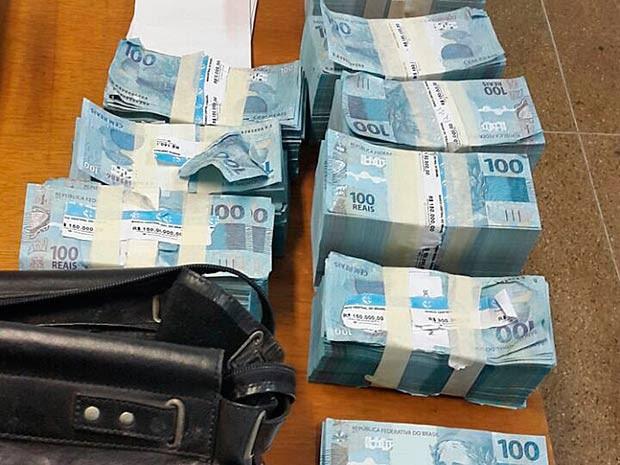 Cédulas falsas apreendidas com dupla em hotel de Brasília (Foto: Polícia Civil/Divulgação)