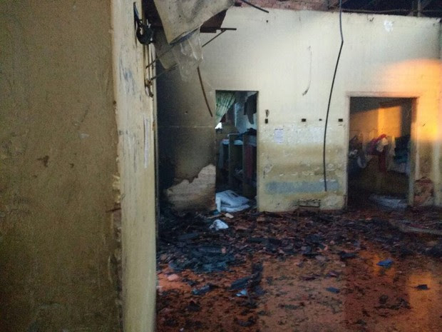 Detentos atearam fogo em colchões (Foto: Reprodução/TV TEM)