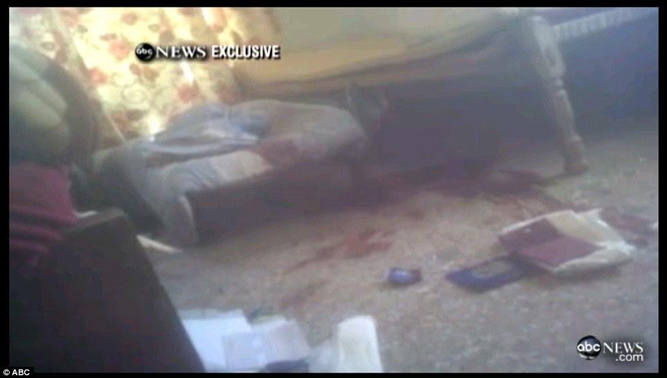 Carnage: Sangue pode ser visto no chão, de onde Osama teria sido cercado por três homens, incluindo seu filho, e uma mulher que formaram um escudo humano contra as tropas dos EUA