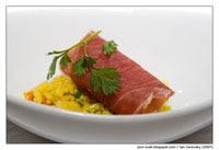 Španělská sušená šunka s pikantním kuskusovým salátem a fíky