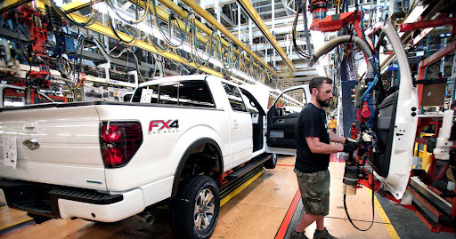 Detroit braces for year of slower sales by idling auto plants