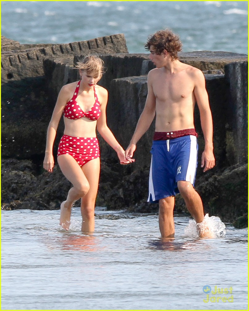 taylor swift conor kennedy beach day 03