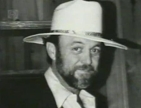 http://wonderland1981.files.wordpress.com/2011/11/billy-deverell-hat.jpg