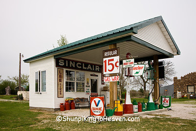 Gay Parita Sinclair Station (Replica of 1930 Sinclair Station) on Old Route 66, Lawrence County, Missouri